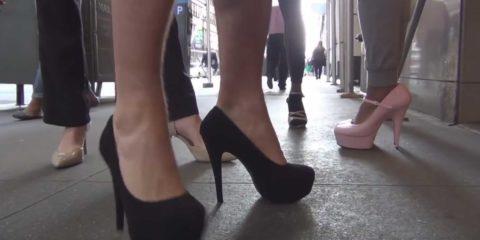 Video: Auf Stöckelschuhen ins Sportstudio